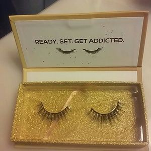 Lashaholic Luxury Lashes - new